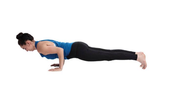 ¿Cómo dar fuerza al abdomen con planchas?