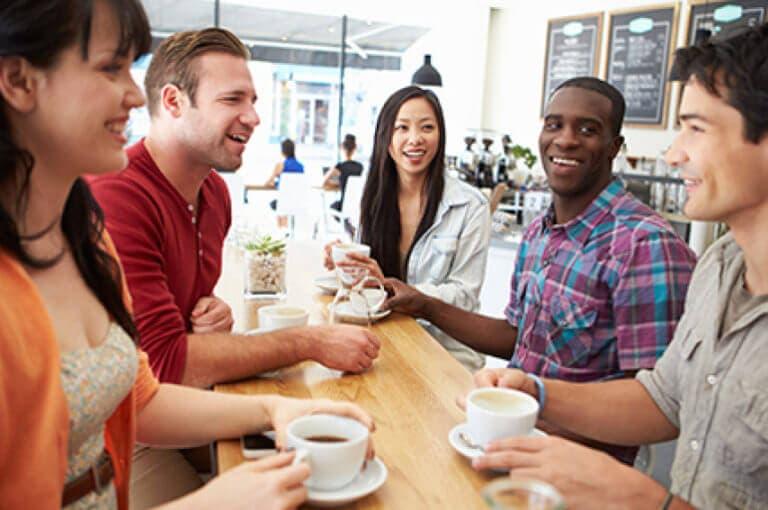 6 cosas que hacen las personas inteligentes para tener conversaciones interesantes