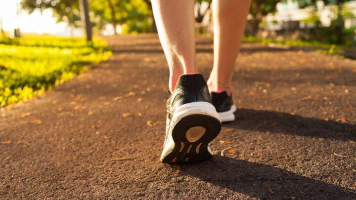 Caminar es bueno para aliviar las agujetas