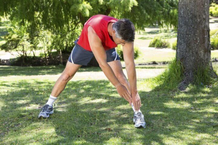 Qué estiramientos ejecutar antes de una carrera de running