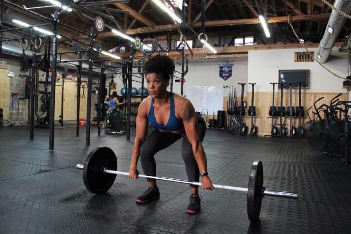 Cómo levantar pesas con buena técnica