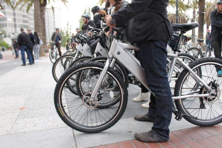 Cómo montar con seguridad una bicicleta eléctrica