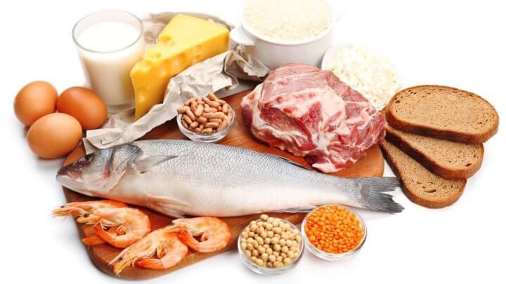 ¿Cuánta proteína debe comer el ciclista?