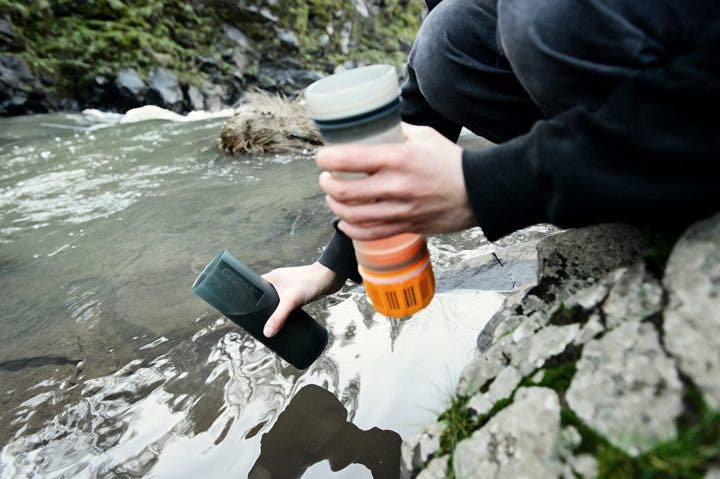 Botella purificadora de agua ideal para ciclistas
