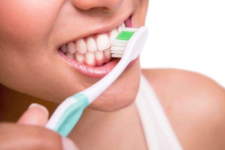 El aceite que puede cambiar para siempre tu salud dental