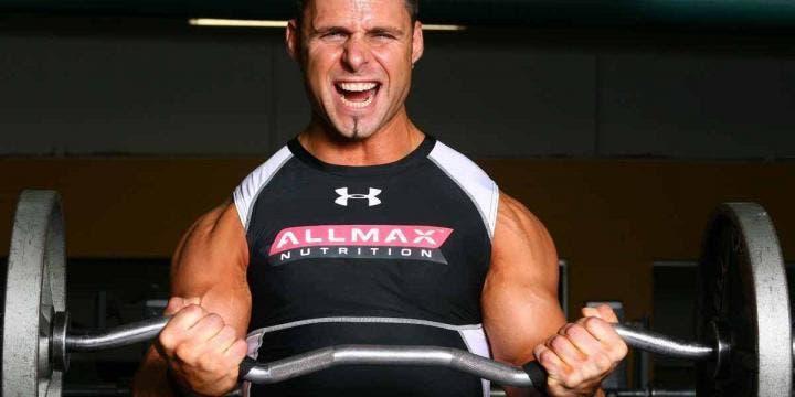 Cómo saber si tu técnica en curl de bíceps es correcta