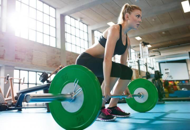 Cómo saber si tu técnica al levantar pesas es apropiada