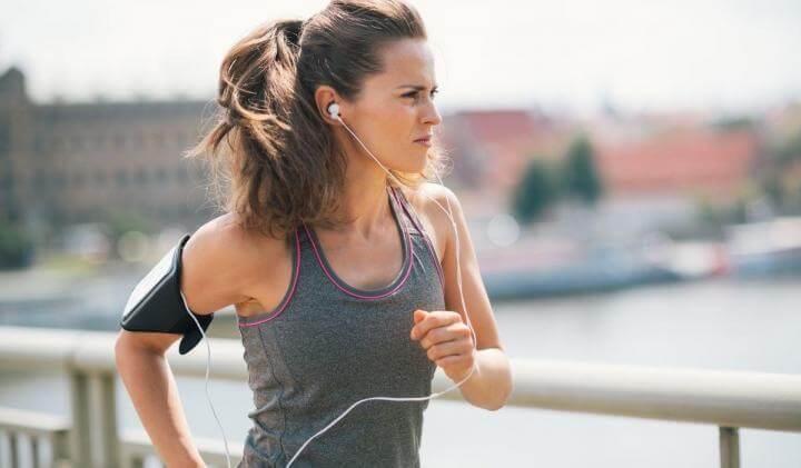 Escuchar música durante entrenamiento de running para rendir más