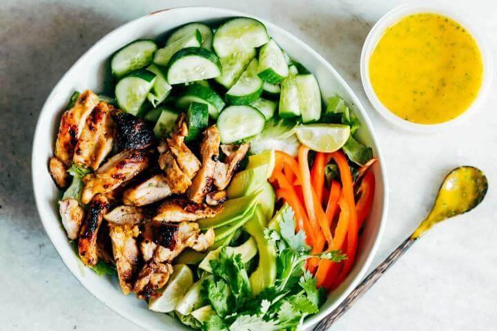 Receta de ensalada de mango, calabacín y cilantro