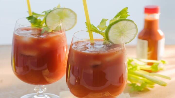 4 recetas de c cteles saludables para tus almuerzos for Coctel bloody mary
