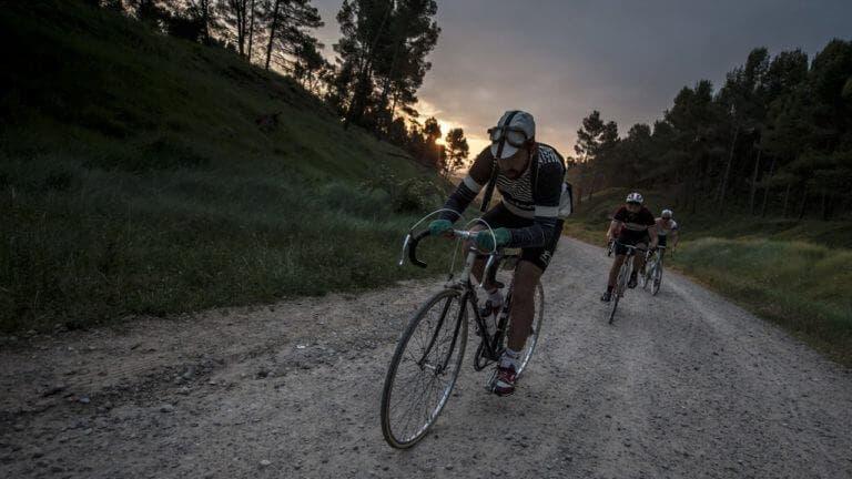 Cómo ejecutar una carrera ciclista sobre grava