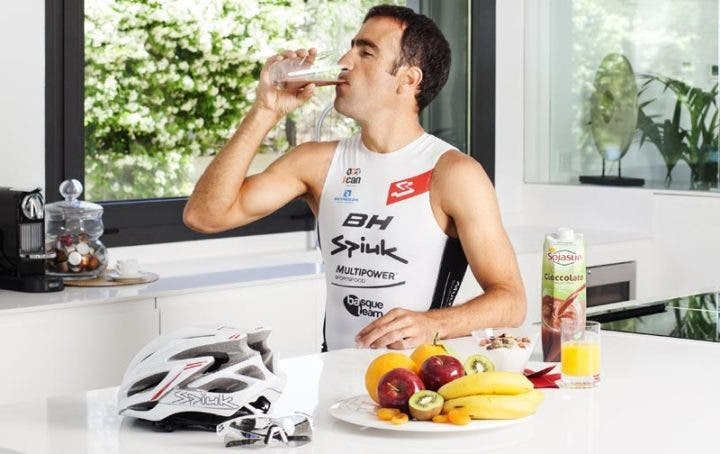 Qué alimentos ingerir antes de escalar con tu bicicleta