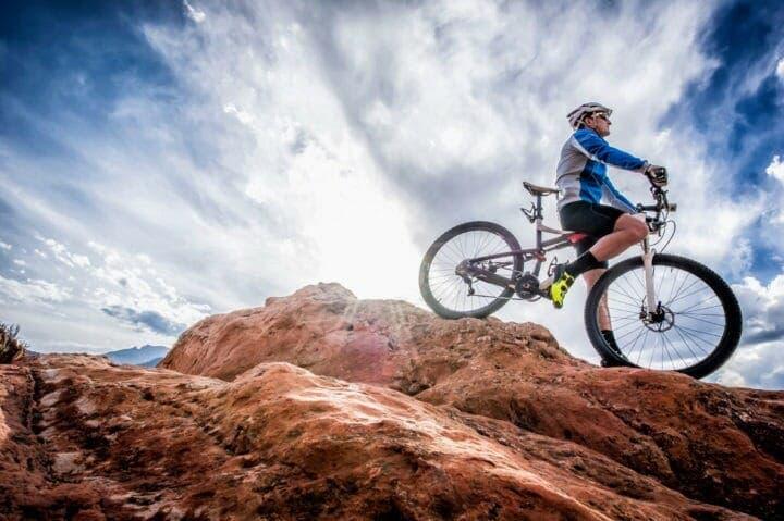 Qué postura tener para escalar en bicicleta