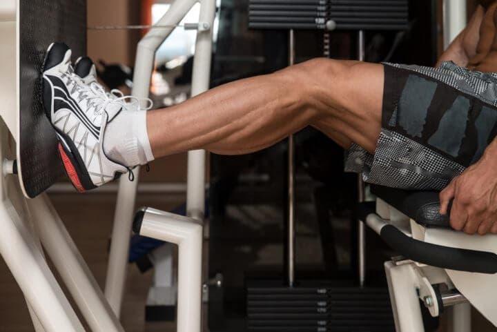 Entrenamiento de los músculos bilaterales de las piernas