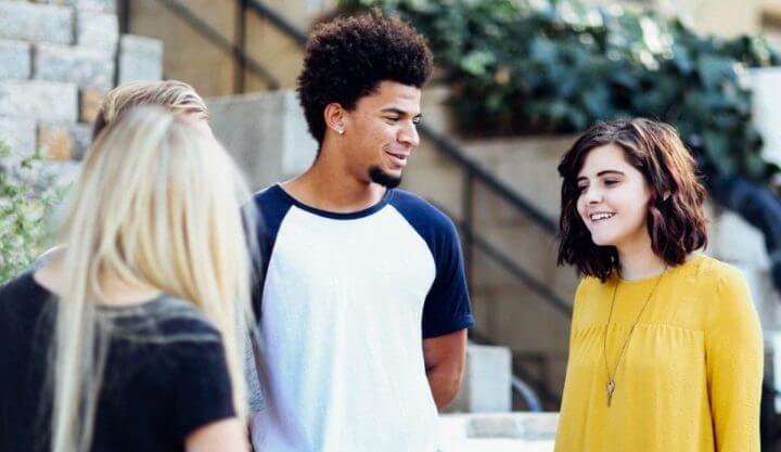 Consejos para iniciar una conversación con personas nuevas