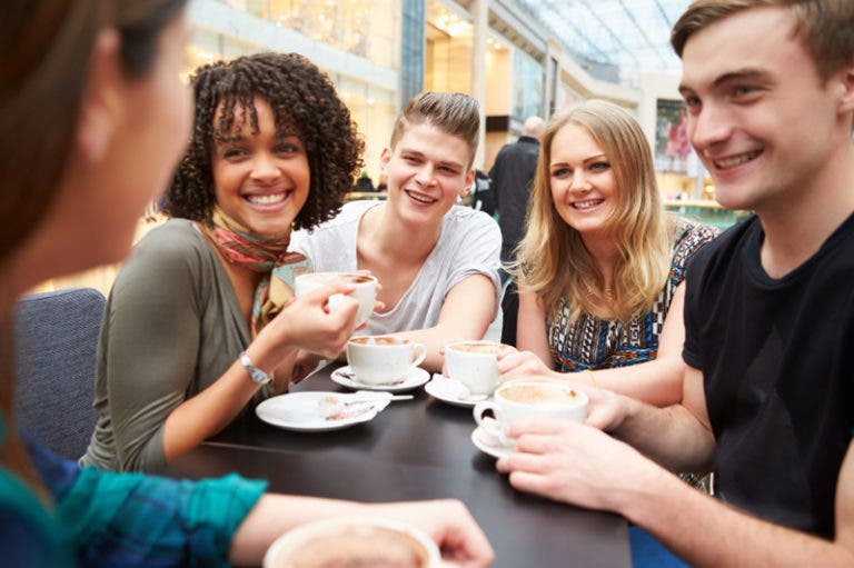 Cómo iniciar una conversación con una persona desconocida