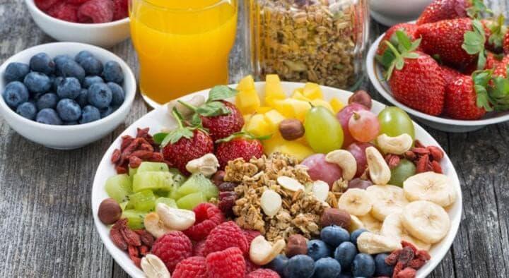 Varios ejemplos de dietas saludables para un futbolista