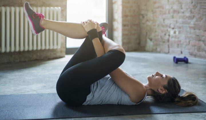 estiramiento del piramidal para eliminar el dolor de rodilla