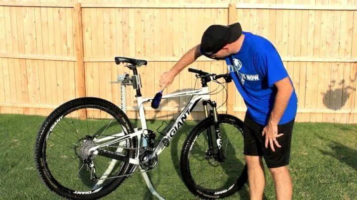 ¿Cada cuánto hay que limpiar la bicicleta?
