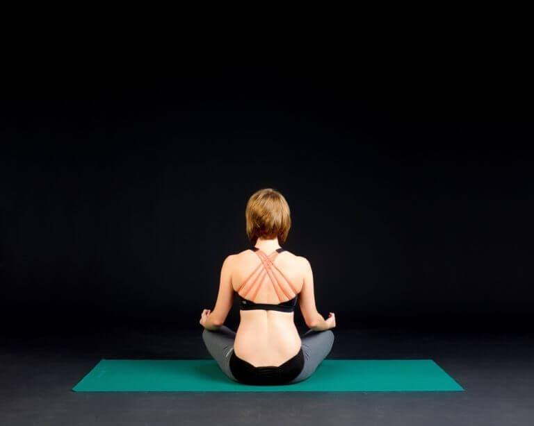 Poses de yoga fáciles que todo el mundo puede practicar