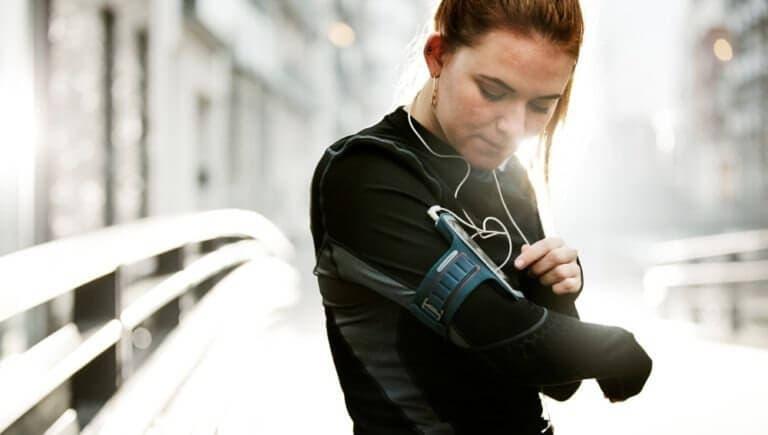Por qué es recomendable dejar tus gadgets en casa cuando corres