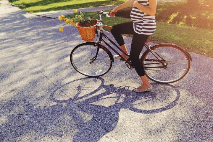¿Se puede montar en bicicleta durante el embarazo?