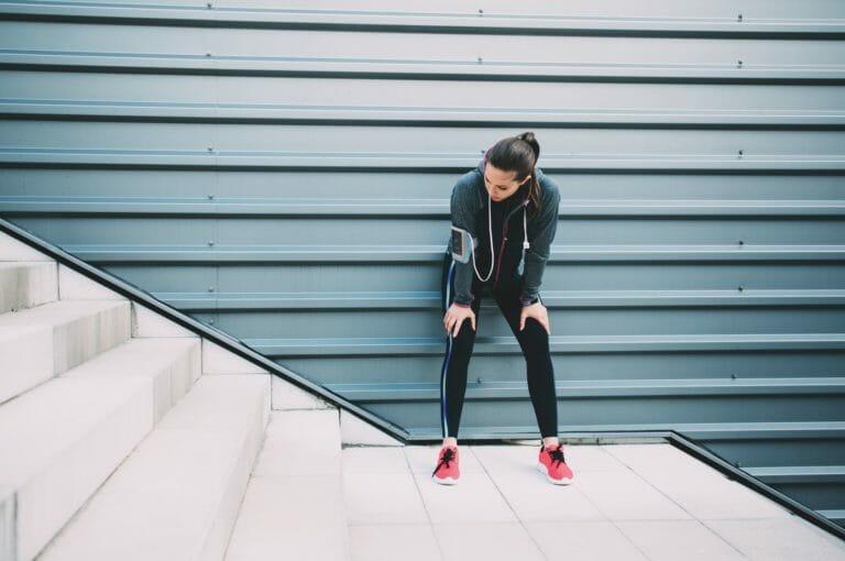 ¿por qué te cansas subiendo escalones aunque estés en forma?