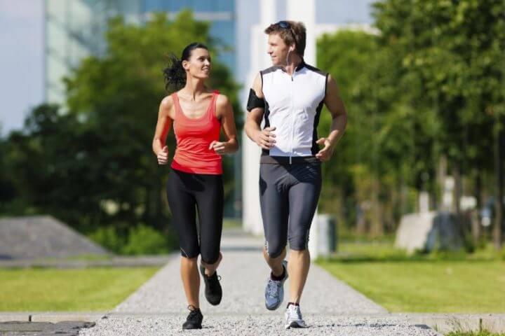 Conversar mientras corres junto con una persona más lenta