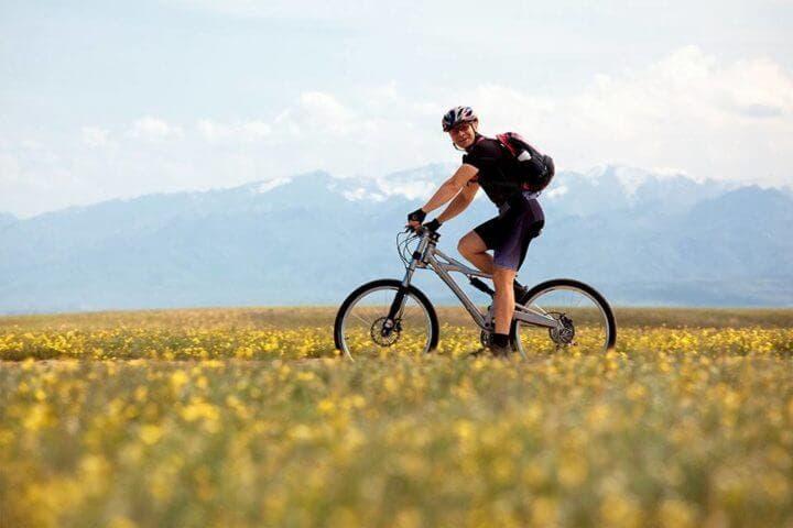 Las personas aventureras pueden disfrutar mucho del ciclismo