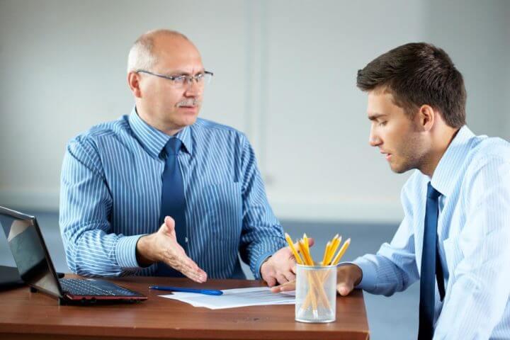 Cómo tratar con personas negativas en el trabajo
