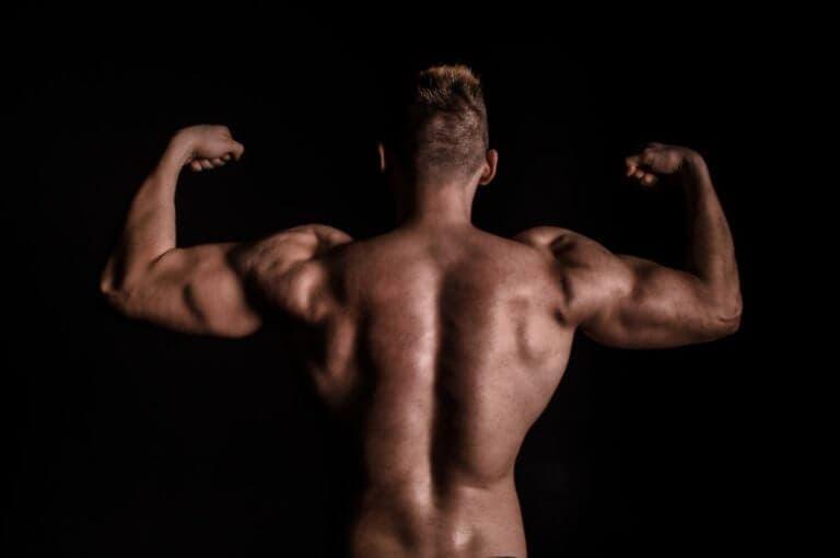 Rutina de 10 minutos para construir una espalda cincelada y fuerte