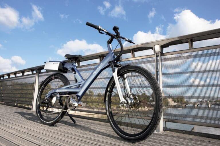 ¿montar en una bicicleta eléctrica puede afectar a tu forma física?