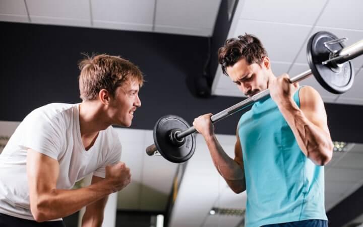 Qué buscar en un compañero de gimnasio