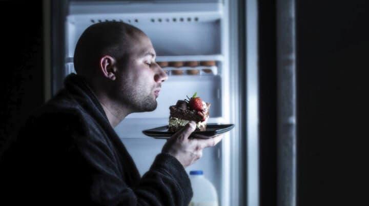 Por qué no comer dos horas antes de dormir