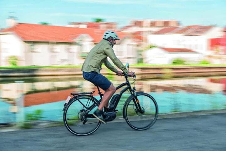 Beneficios de la bicicleta eléctrica para una persona sedentaria