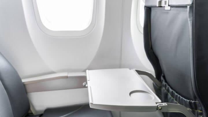 Gérmenes en las bandejas de los aviones