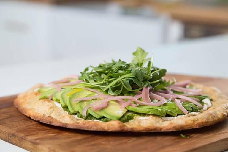Receta de pizza con aguacate con solo 100 calorías por porción