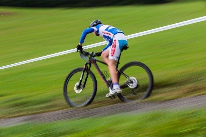 Cómo quemar más calorías practicando ciclismo