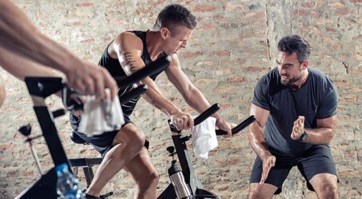 ¿Cómo debe ser un buen instructor de spinning?