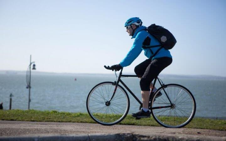 Cómo medir la presión de los neumáticos de bicicleta