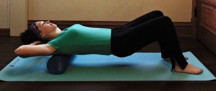 Mejores ejercicios con foam roller para aliviar dolor de espalda