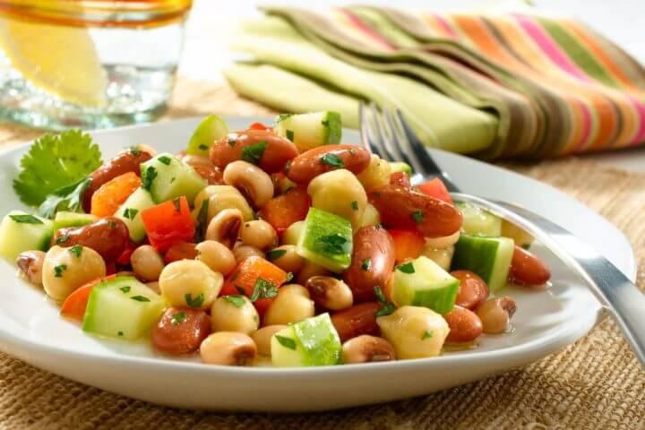 4 recetas fáciles de ensaladas para cenar saludablemente