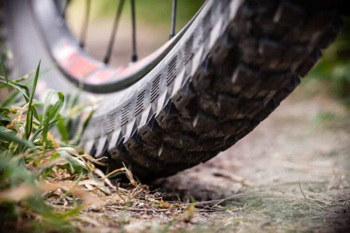 No llenar de más las llantas de bicicleta