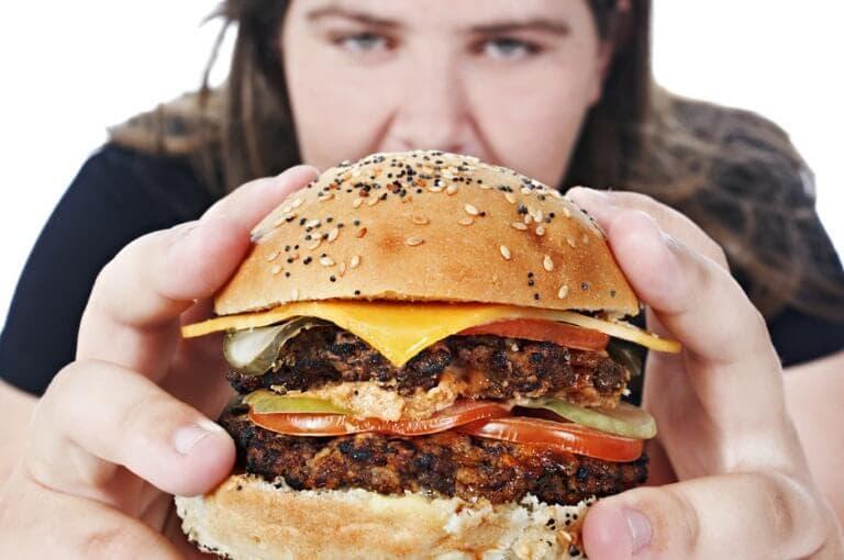 Qué es y cómo superar la adicción a la comida basura