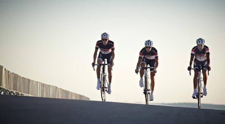 Cómo sorprender con un sprint en una carrera ciclista