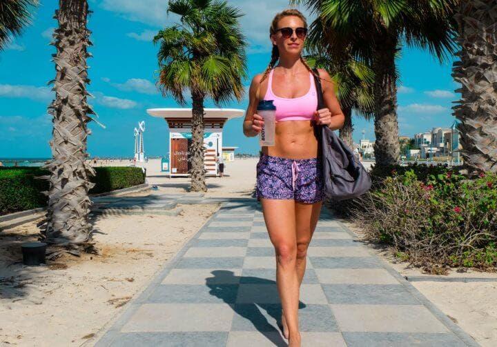 Hidratarte mejor para lograr un six-pack sin entrenar