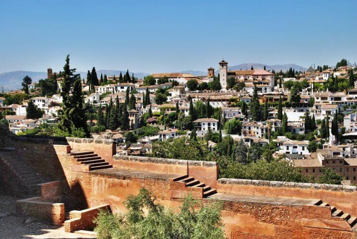 Practicar yoga en Granada