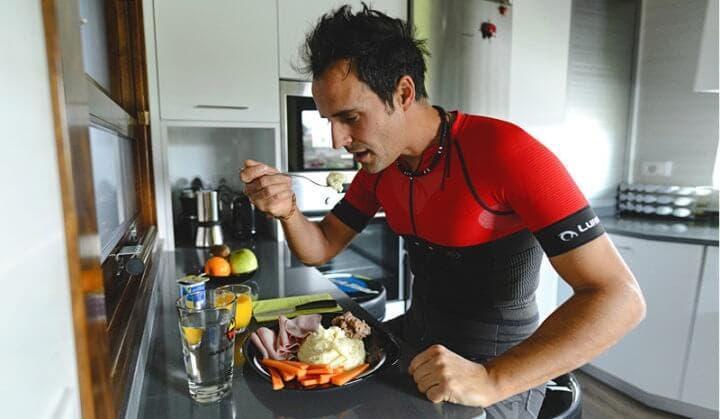 ¿En qué beneficia comer antes de correr?