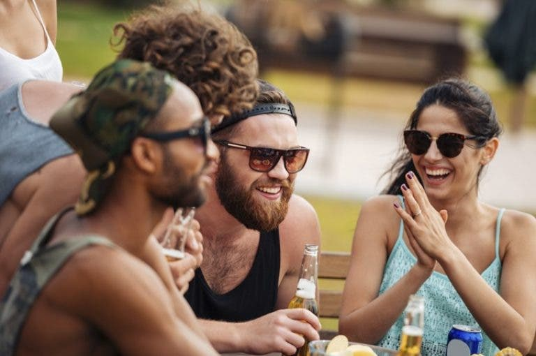 7 cosas que no debes decir a alguien que no está bebiendo alcohol