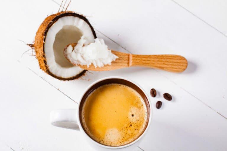 Los beneficios de beber café con aceite de coco
